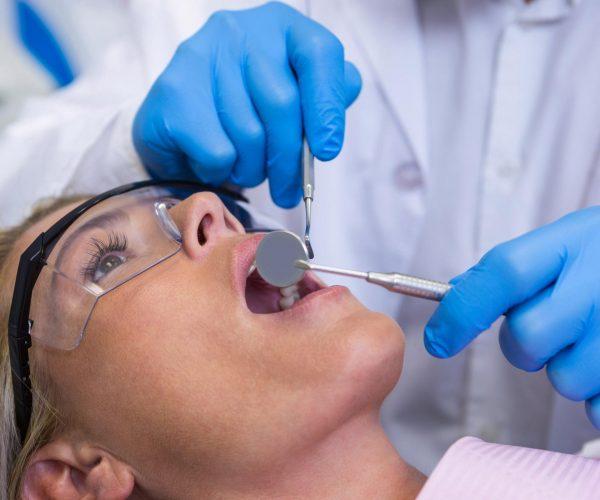 5 Signs of Gum Disease
